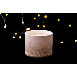 Žvakė moliniame indelyje...
